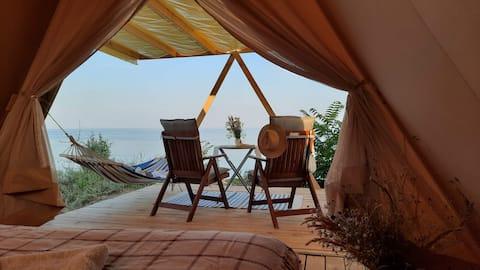 Романтичный глэмп на морском пляже, кэмп SeaLandia