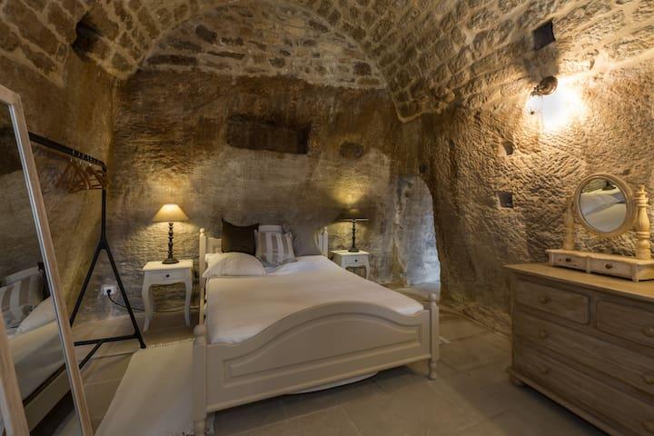 Chambre Rose 2 couchages pouvant être faits en 1 lit double  2 lits simples en plus qu'on ne voit pas sur la photo