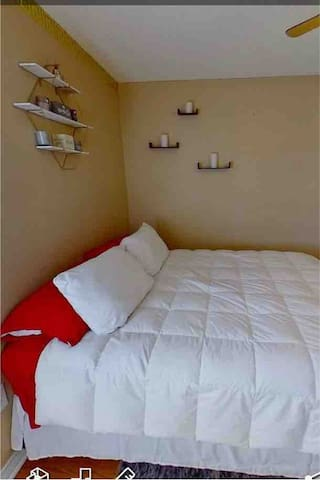 Beautiful Queen size bed
