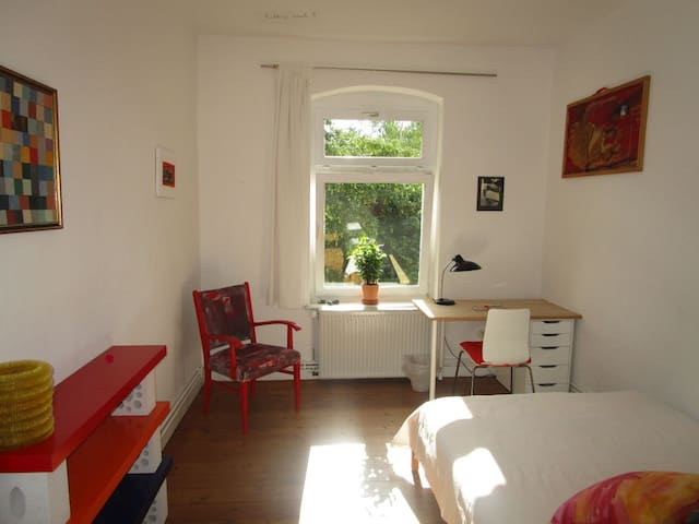 Sunny quiet and central nonsmoker room 2 - Kassel - Apartemen