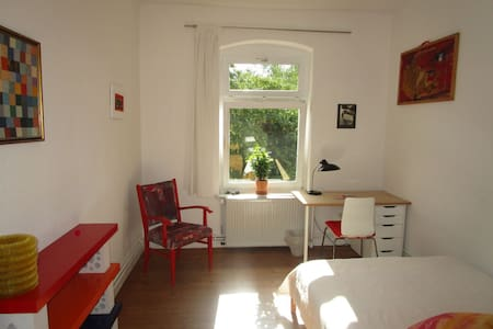 Sunny quiet and central nonsmoker room 2 - Kassel - Apartament