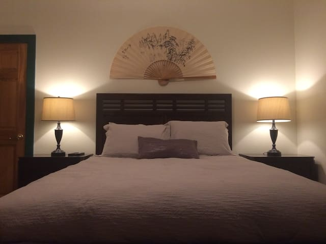 Private Room Plus in Accommodating North End Home - Boise