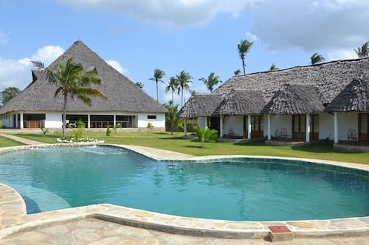 Diani Bay Resort - Diani Beach - Pousada