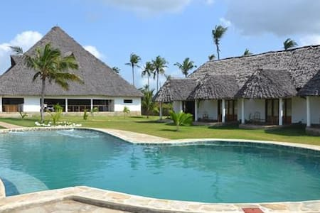 Diani Bay Resort - Diani Beach - Bed & Breakfast