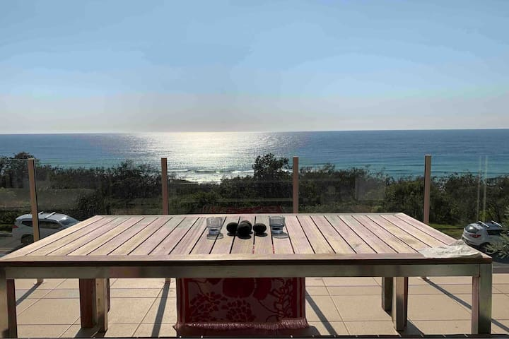 Family Beachfront Apartment-perfect whale watching