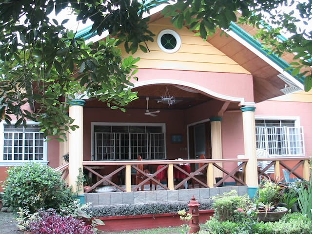 Orchard Vacation Home, Pila Laguna - Pila - Huis