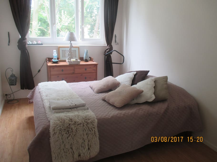 Chambre lit double/Bedroom double bed