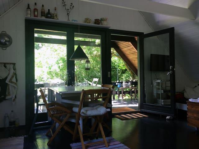 Hyggeligt sommerhus i Tisvilde direkte til skoven - Tisvilde - Srub