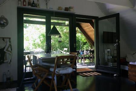 Hyggeligt sommerhus i Tisvilde direkte til skoven - Tisvilde - Casa de campo