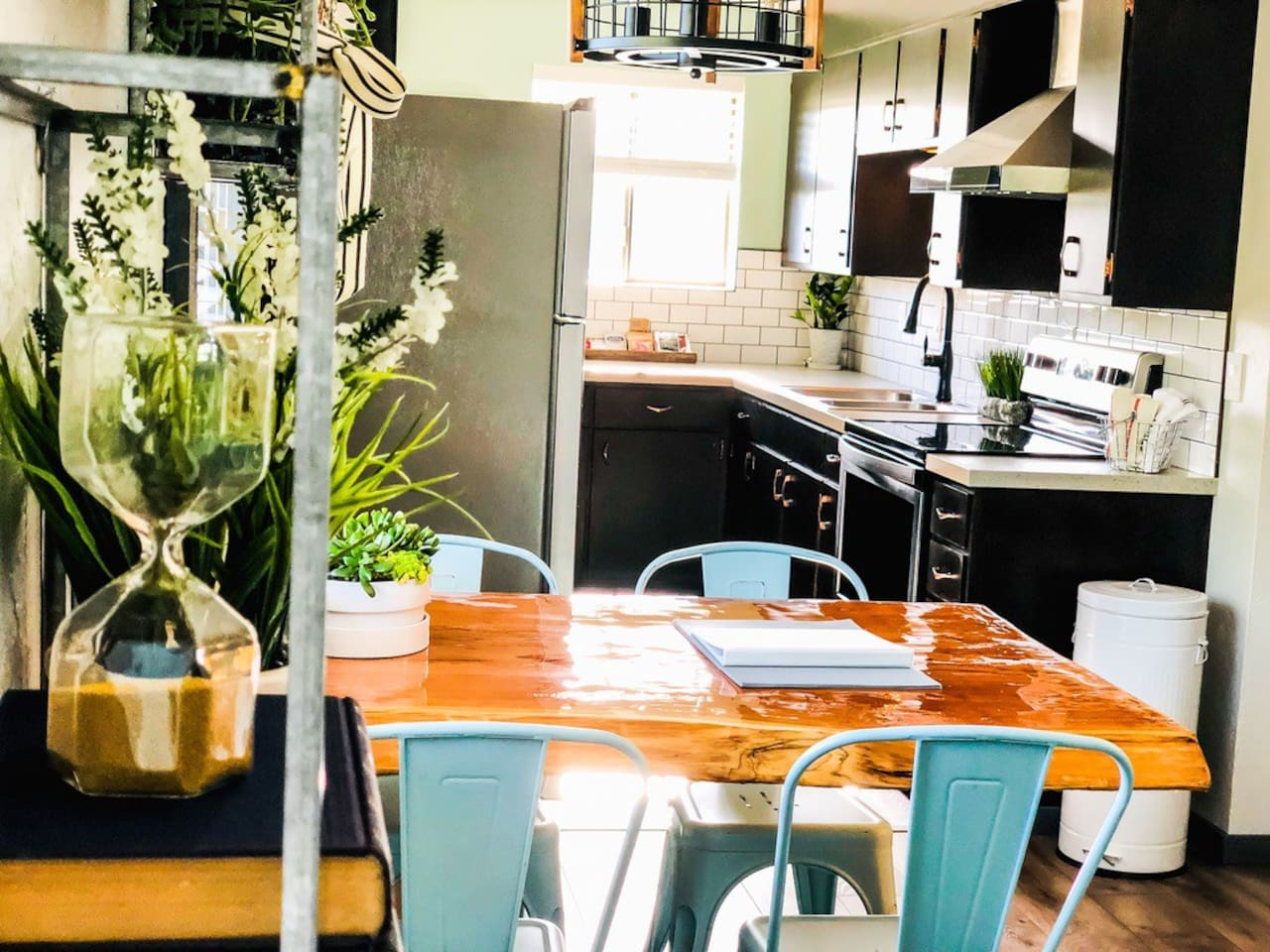 Lofts on Pacific - Dining Rm Table / Kitchen