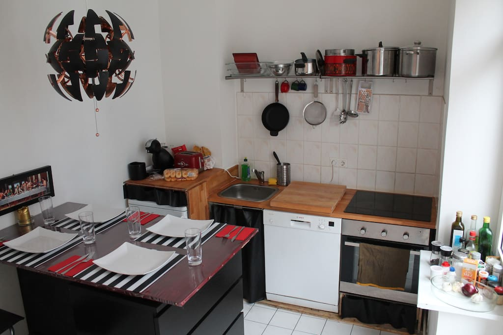 The fully equipped kitchen, including a dishwasher