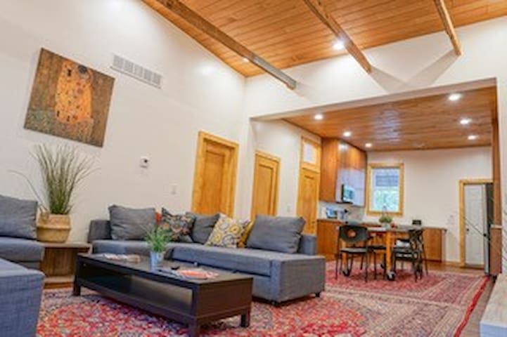 3br 1500 sq ft HUGE Loft in Historic Walkers Point