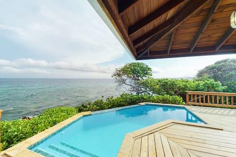 Romantic, spacious villa w/private pool, ocean & pool views & kayaks