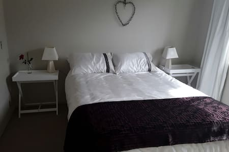 Double bedrooom with shared bathrm - Napier