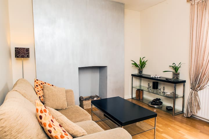 1BD by Arsenal & Finsbury Park with Roof Terrace - London