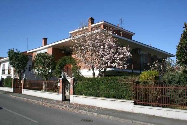 Un angolo di Tranquillità - Candiolo - บ้าน