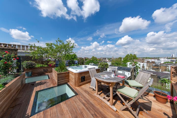 Exquisite Penthouse with Roof Garden & Hot Tub