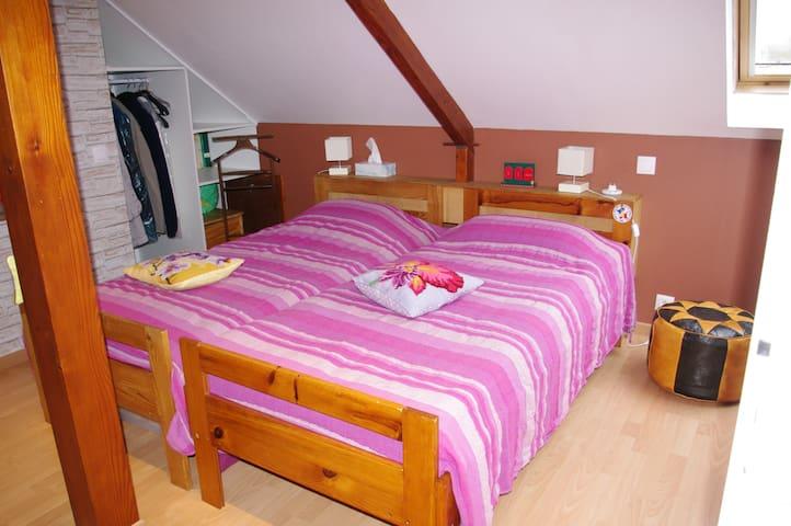 Grande chambre à Vaux le Penil