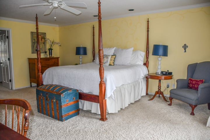 The Farm on Grape Creek - Huge Downstairs Suite