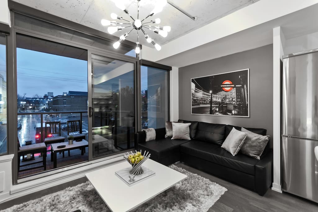 This stylish new condo is located in the best above the Keg steakhouse & Wilburs Mexicana!