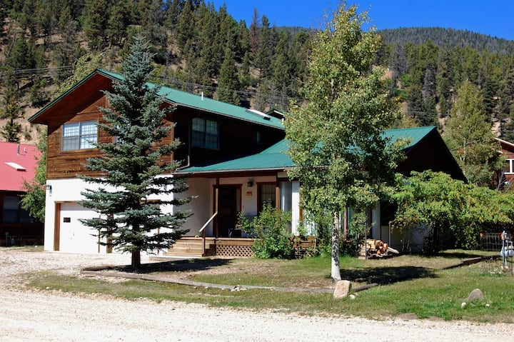 Arnolds River Retreat - In town - On The River - Cable - Washer/Dryer - Wood Stove - Fire Pit - Picnic Table - Walk to Town!