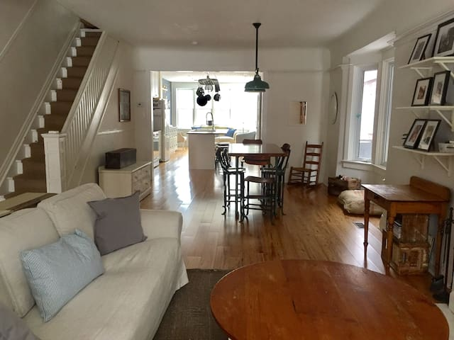 Your Home Away From Home - Downtown 4BR beauty - Toronto - Casa