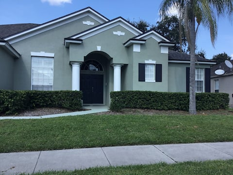 Orlando retreat with pool near airport and Disney