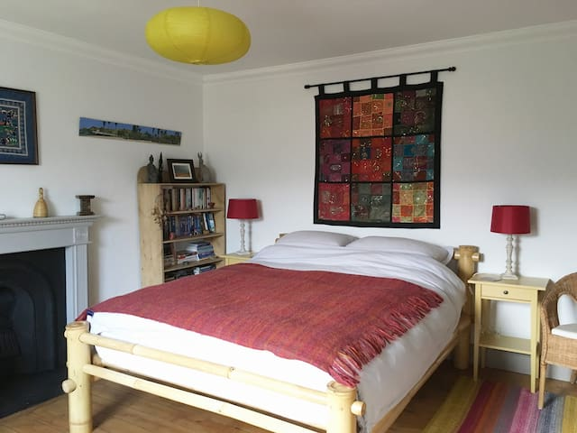 Large double room in 1850's Highland Cottage