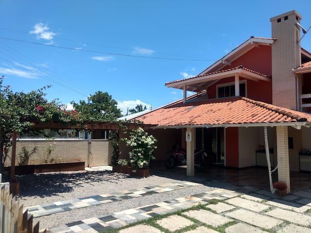Casa da Maria - Praia da Pinheira (Piso Térreo)