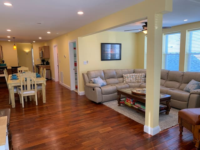 Clean, Bay View Apartment, Walk to Beach/Boardwalk