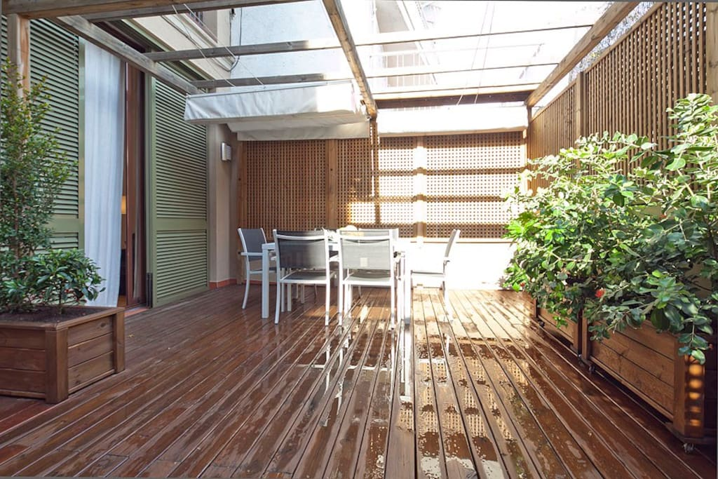 Nice terrace at the luxury center of Barcelona, five minutes walking from Paseo de Gracia