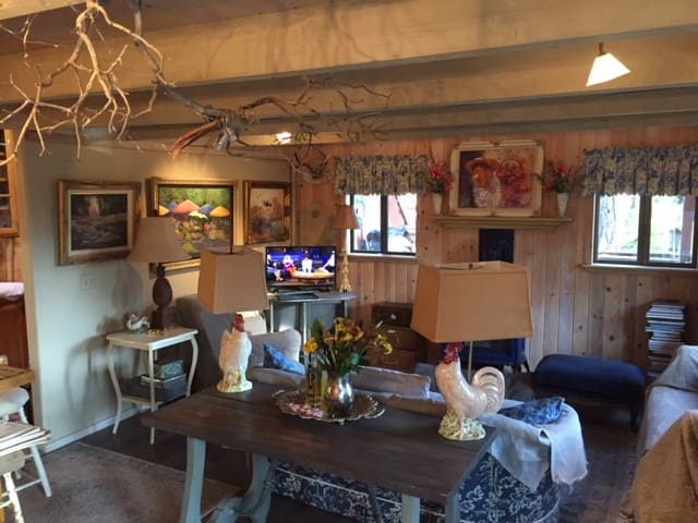 Tahoe's Wolff Cottage with Breakfast included