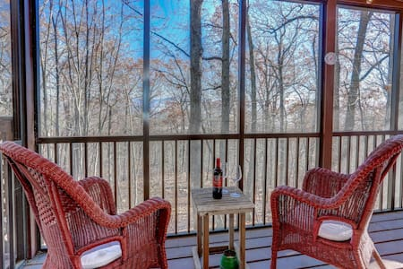 Modern Mountaintop Retreat ❤️ Screened Porch
