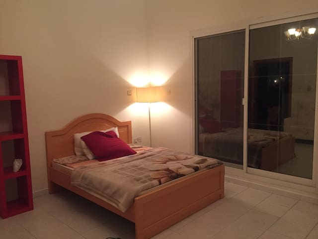 Master bed room in a quiet villa only females - Dubai - Townhouse