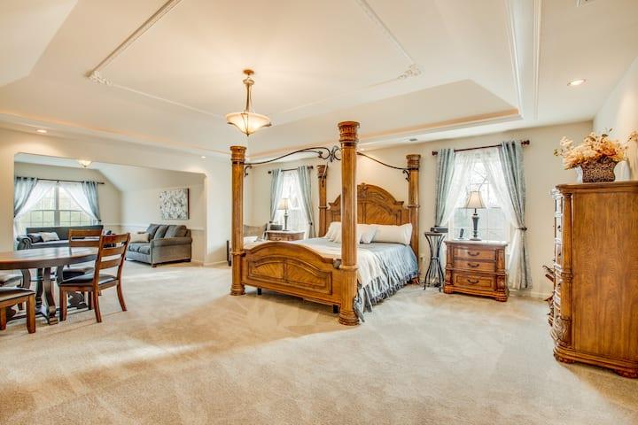 Falling Creek BnB - Room #1 (Presidential Suite)