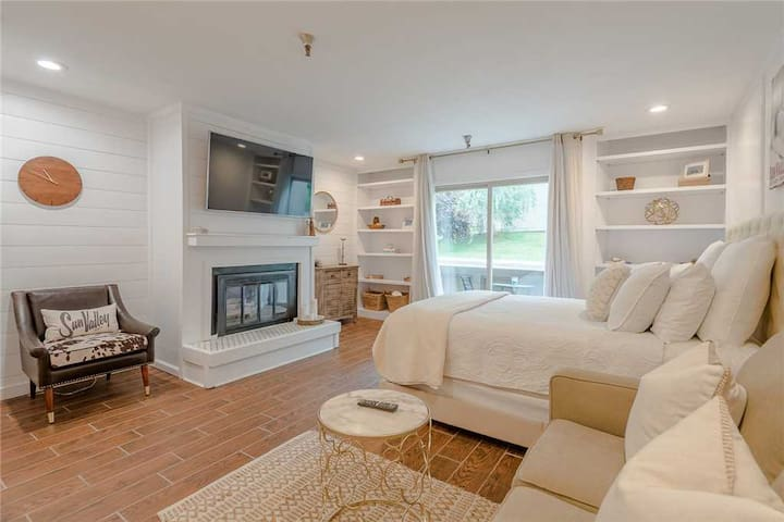 New Listing! Cozy Condo with Access to Elkhorn Pool and Close to Ski Shuttle  | Studio, 1 Bathroom