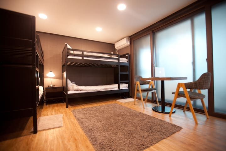 4 people room with 2 bunk bed in Gangnam, Sinsa