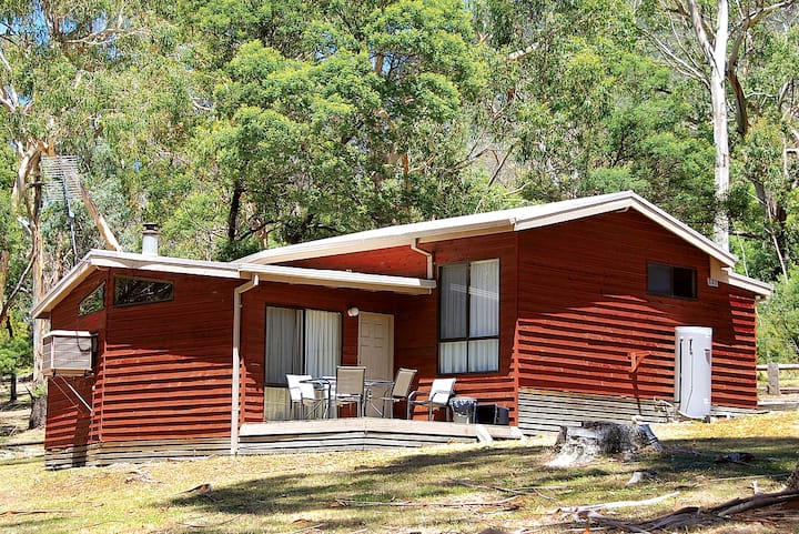 Wonderland Cottages - Banksia Cottage