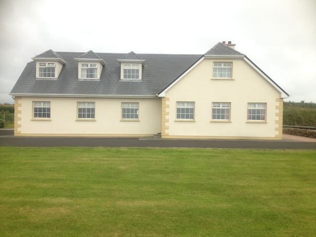 Erris Accomodation Room 3 - Belmullet - Casa