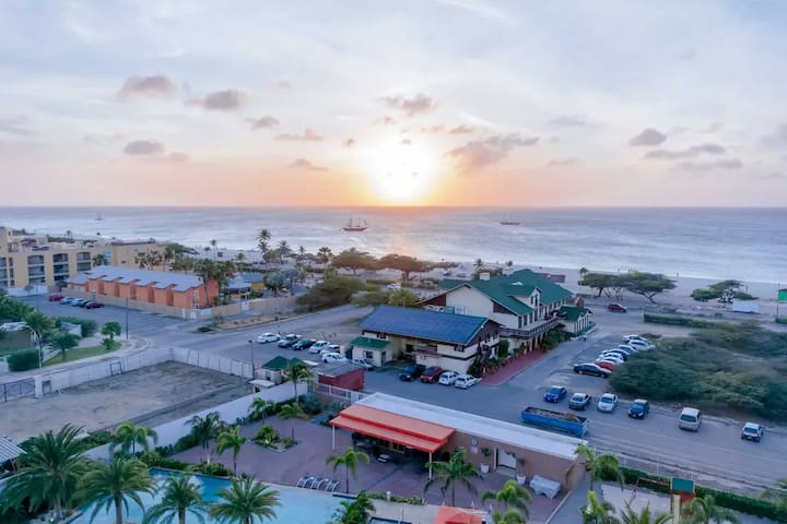 !DEC SALE! 5 ★NEW LUX SPACIOUS CONDO  EAGLE BEACH!