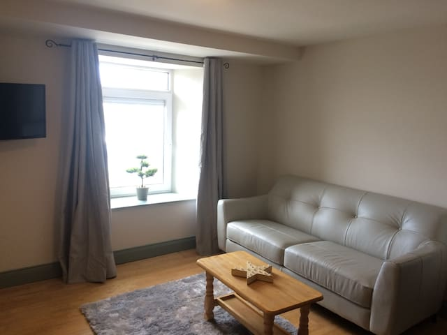 Great location in town! One bed apt - Killarney - Apartment