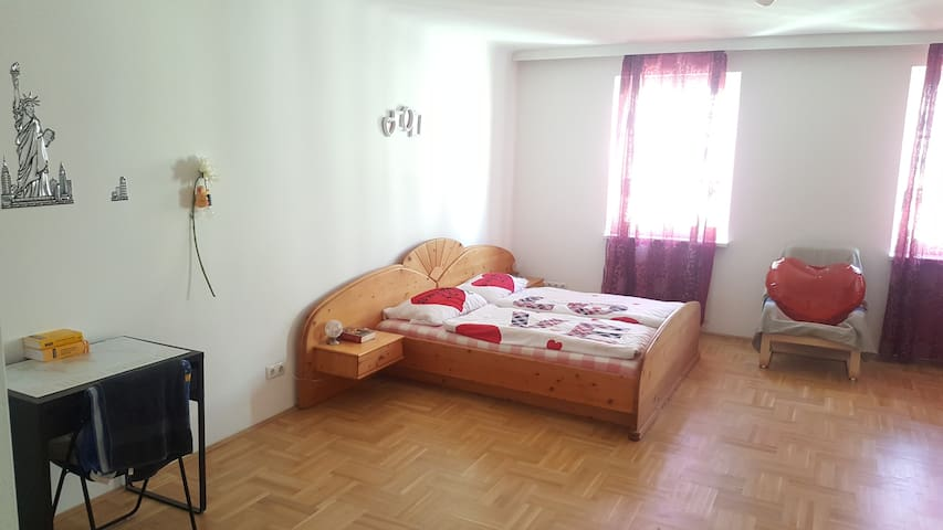 your central spacious 40m2 room STR GR