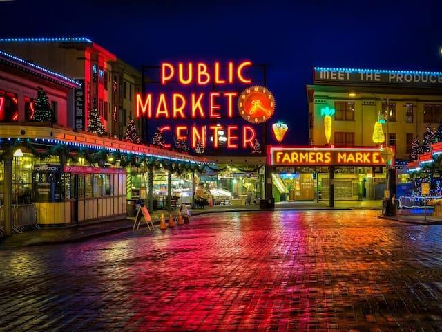 Pike Place Market Loft! (Free Parking too)
