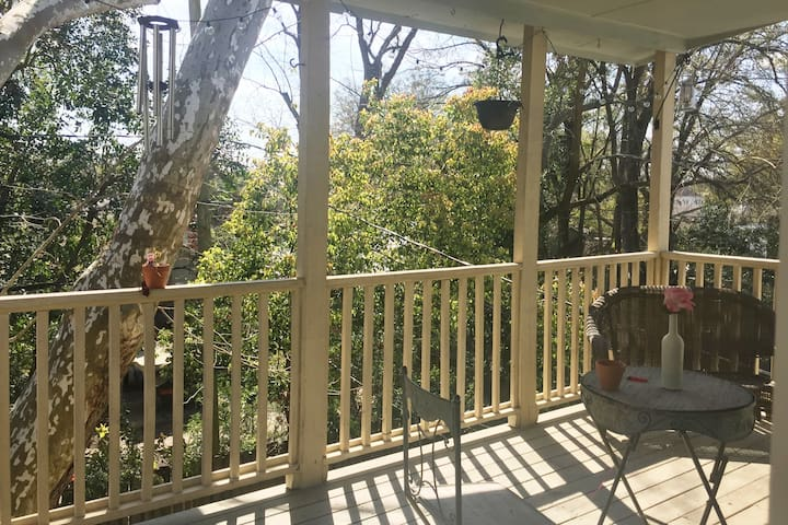 Perfect 2 BR+ Balcony w/ Free Bicycles! - Savannah - Apartament