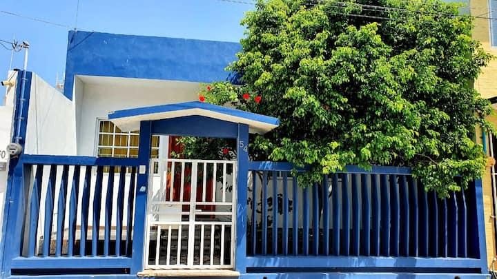 Casita Azul. La Playa, Tradición y ubicación cerca