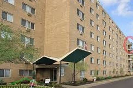 Lakewood Cliff Top Floor - Lakewood - Apartmen