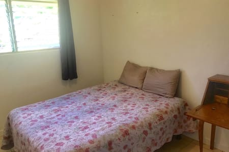 """Private Room """"3"""" 1/2 mile from Beach Airport close - 卡帕亚 - 独立屋"""