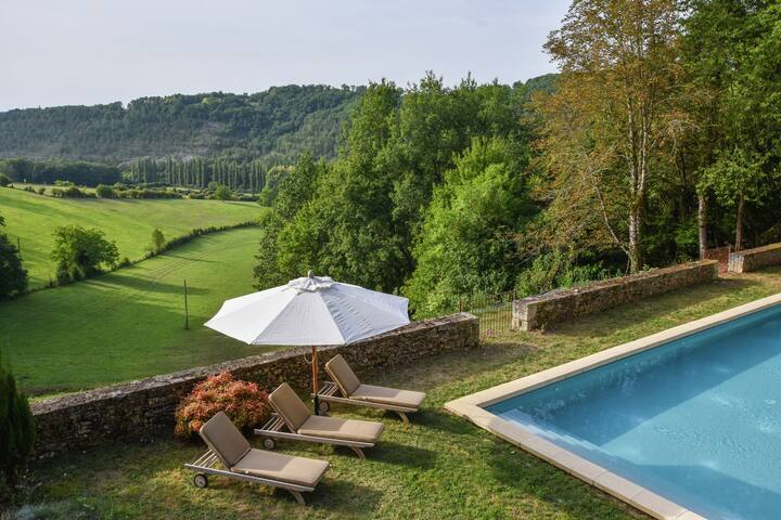 Fabulous house on 40 hectares, with private swimming pool and exceptional view.