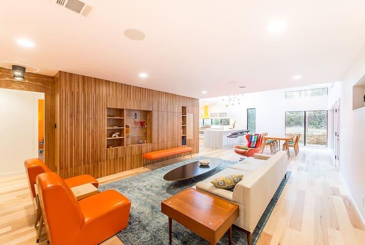 Barton Hills Designer - Walk to ACL - Sleeps 10! - Austin - Haus