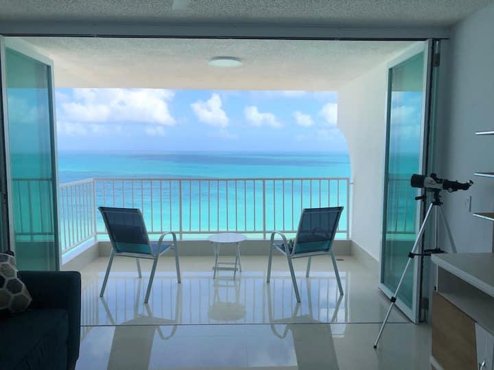 Sandy Paradise, 20th floor beachfront apartment